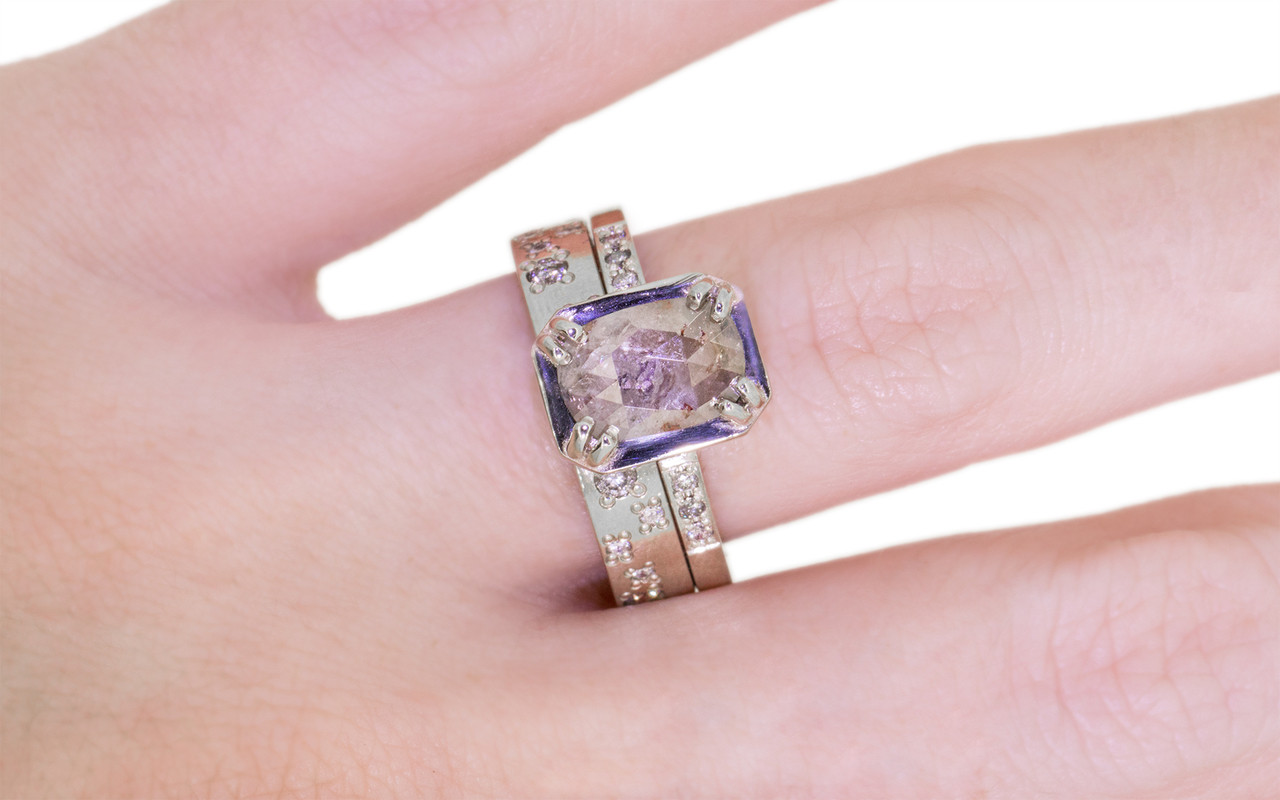 AIRA Ring in White Gold with 1 Carat Light Gray Diamond