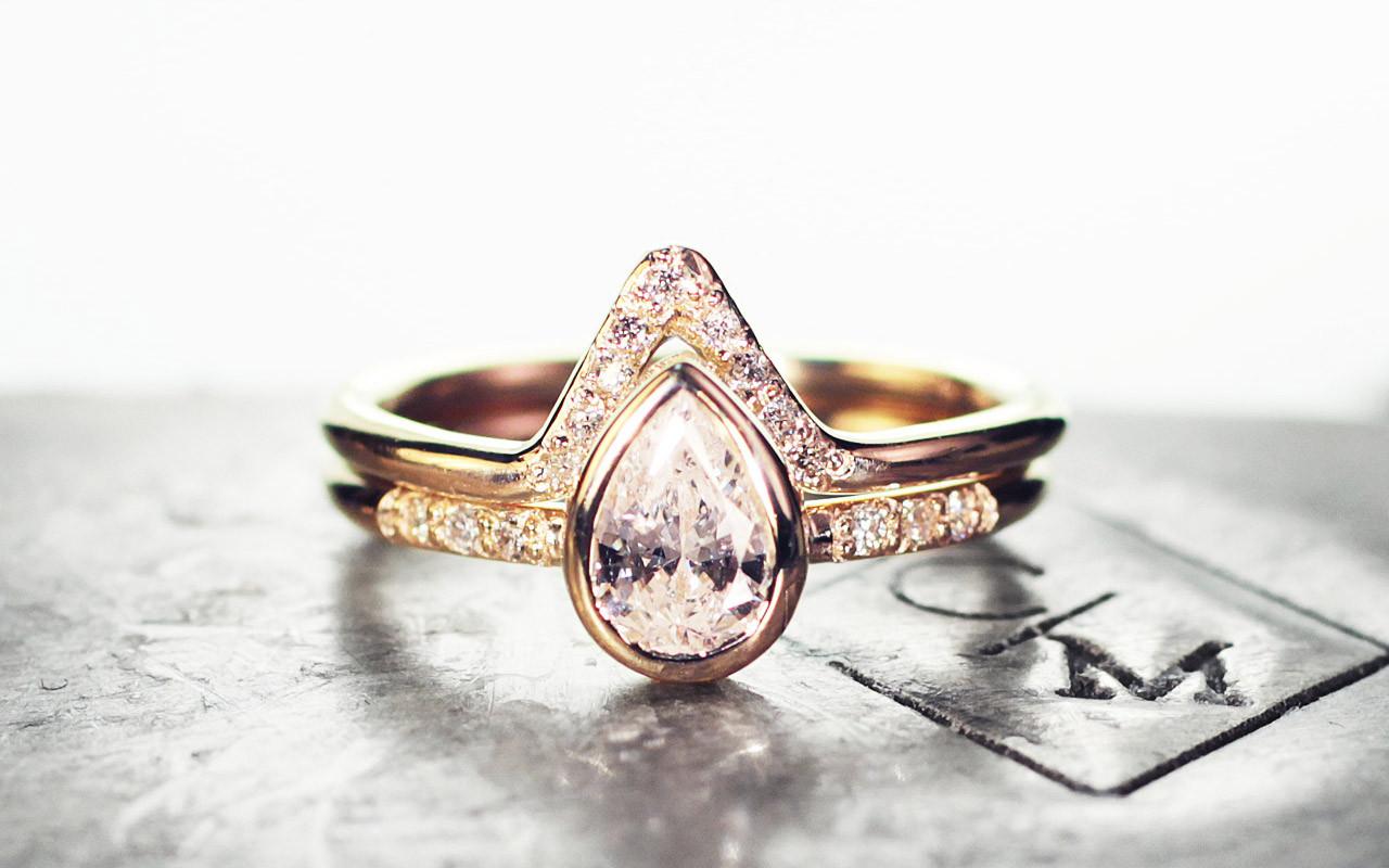 Pear White Diamond Wedding Set in Yellow Gold