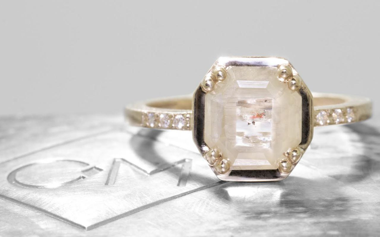 AIRA Ring in Yellow Gold with 1.44 Carat Sage and White Diamond