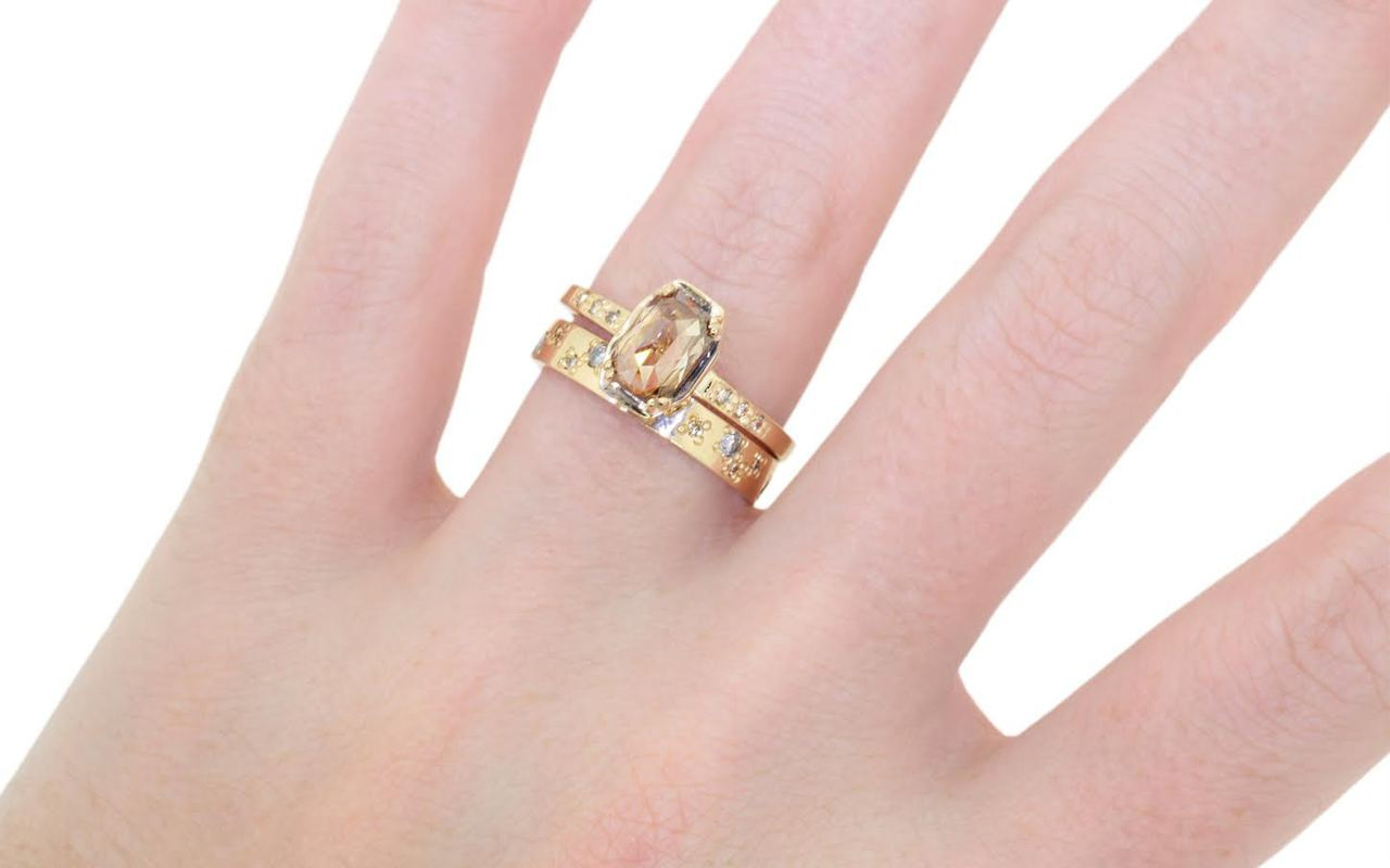MAROA Ring in Yellow Gold with .93 Carat Champagne Diamond