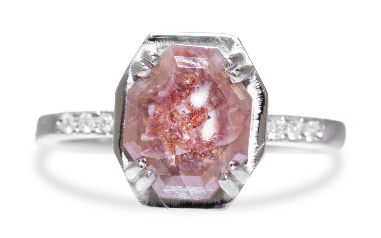 MAROA Ring in White Gold with 1.52 Carat Pink and Red Diamond