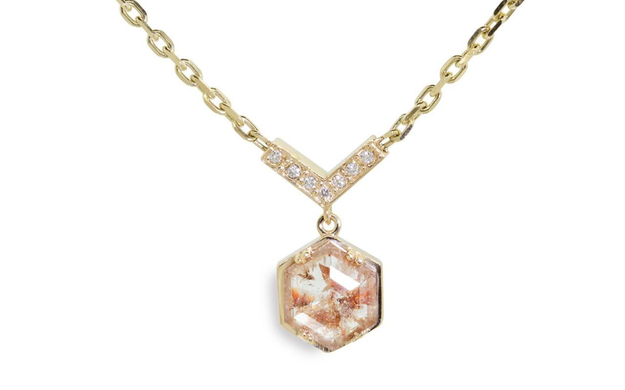 MALLAHLE Necklace in Yellow Gold with 1.46 Carat Peach and White Diamond