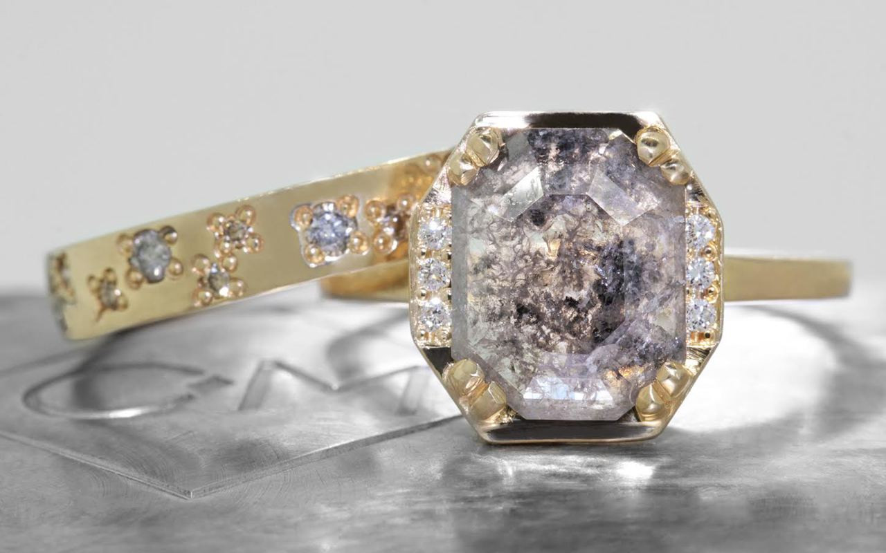 MAROA Ring in Yellow Gold with 1.90 Carat Salt and Pepper Diamond