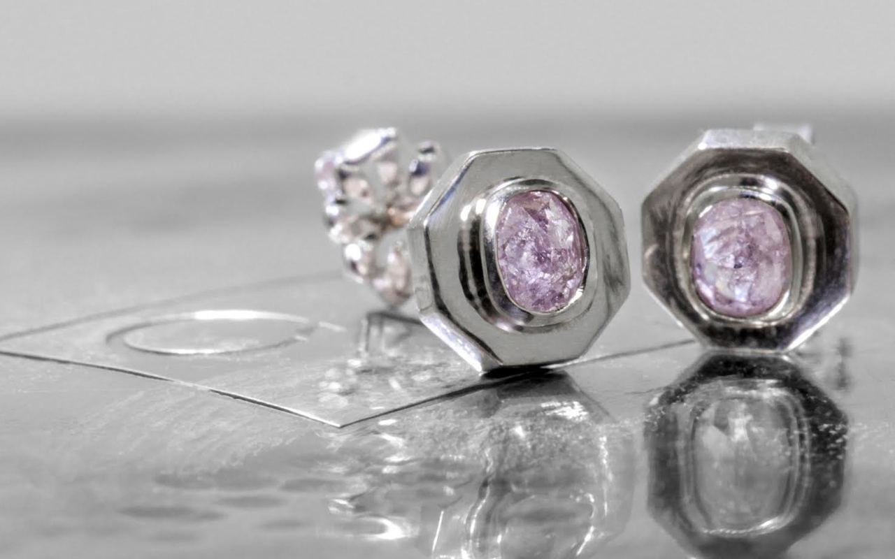 ASKJA Earrings in White Gold with .45 Carat PInk/Purple Diamonds