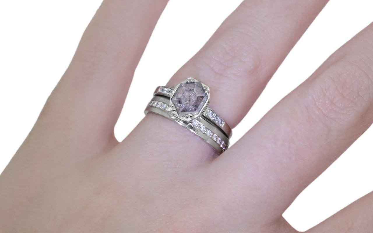 AIRA Ring in White Gold with .63 Carat Gray Diamond