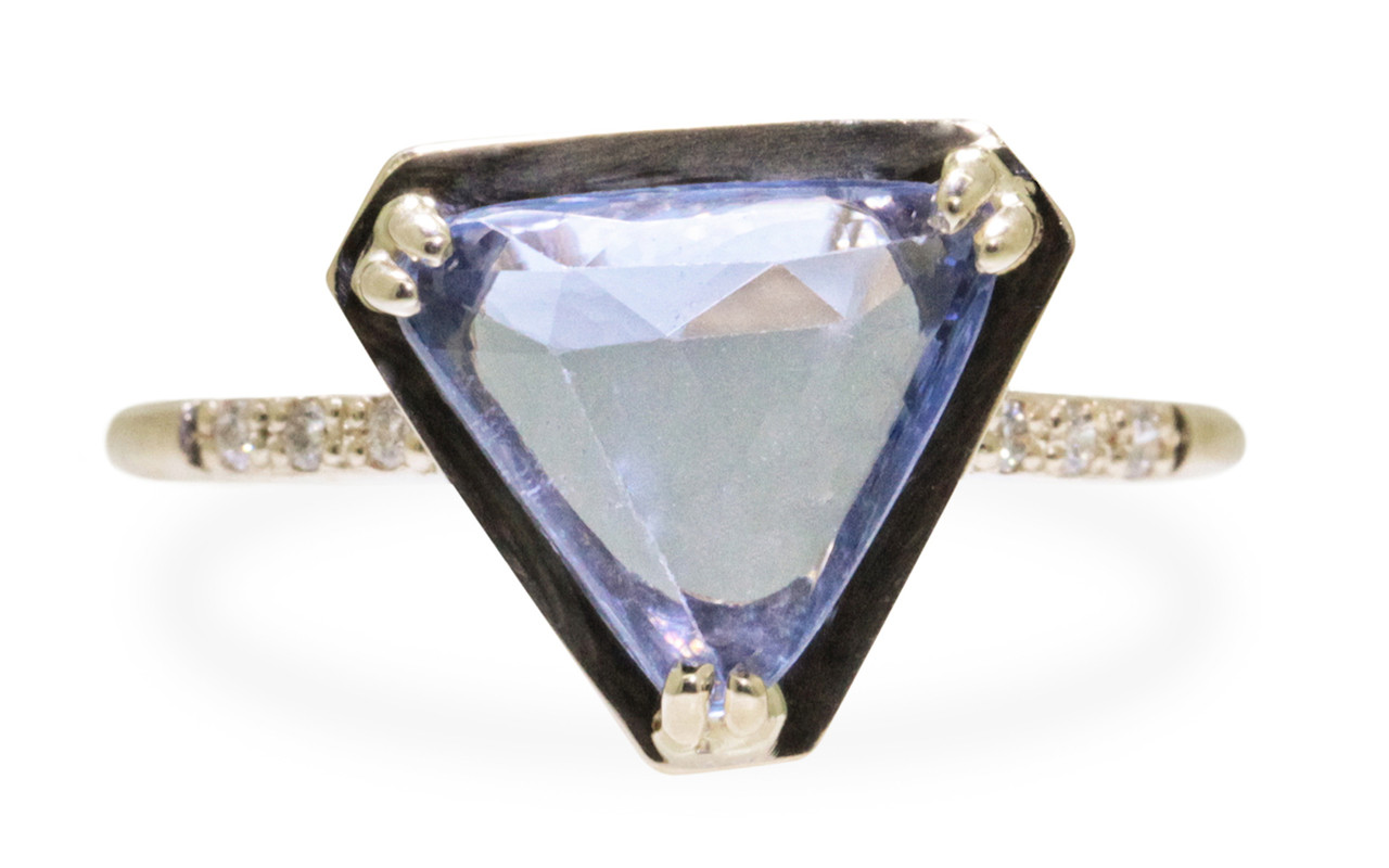 KIKAI Ring in Yellow Gold with 1.86 Carat Blue Sapphire