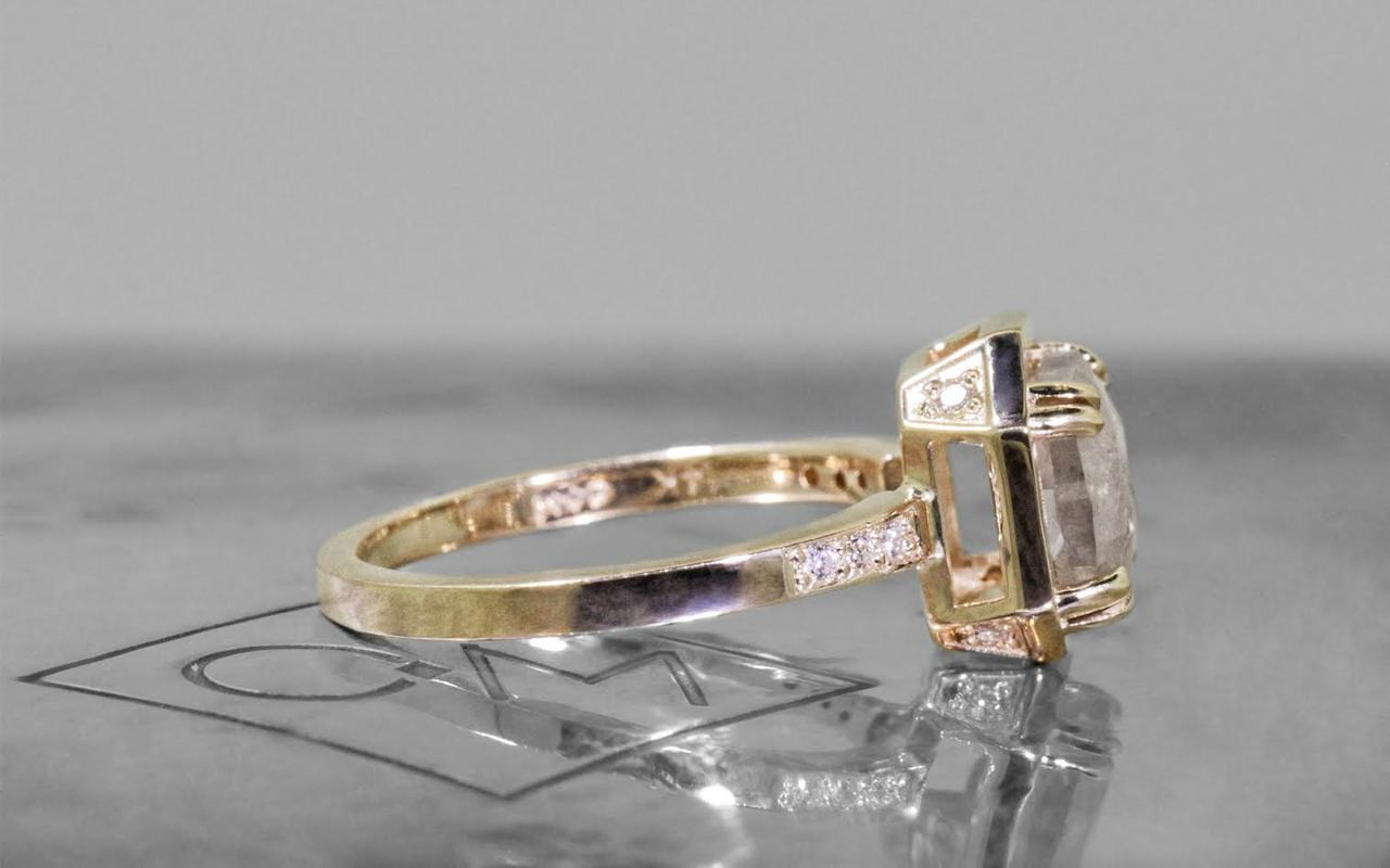 MAROA Ring in Yellow Gold with 1.93 Light Gray Diamond