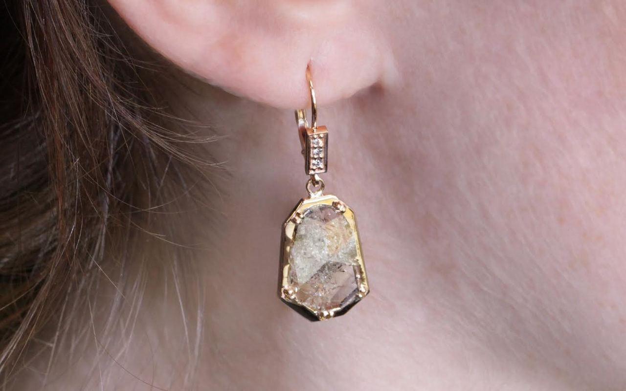 EDZIZA Earrings in Yellow Gold with 2.55 Carat Salt and Pepper Diamonds