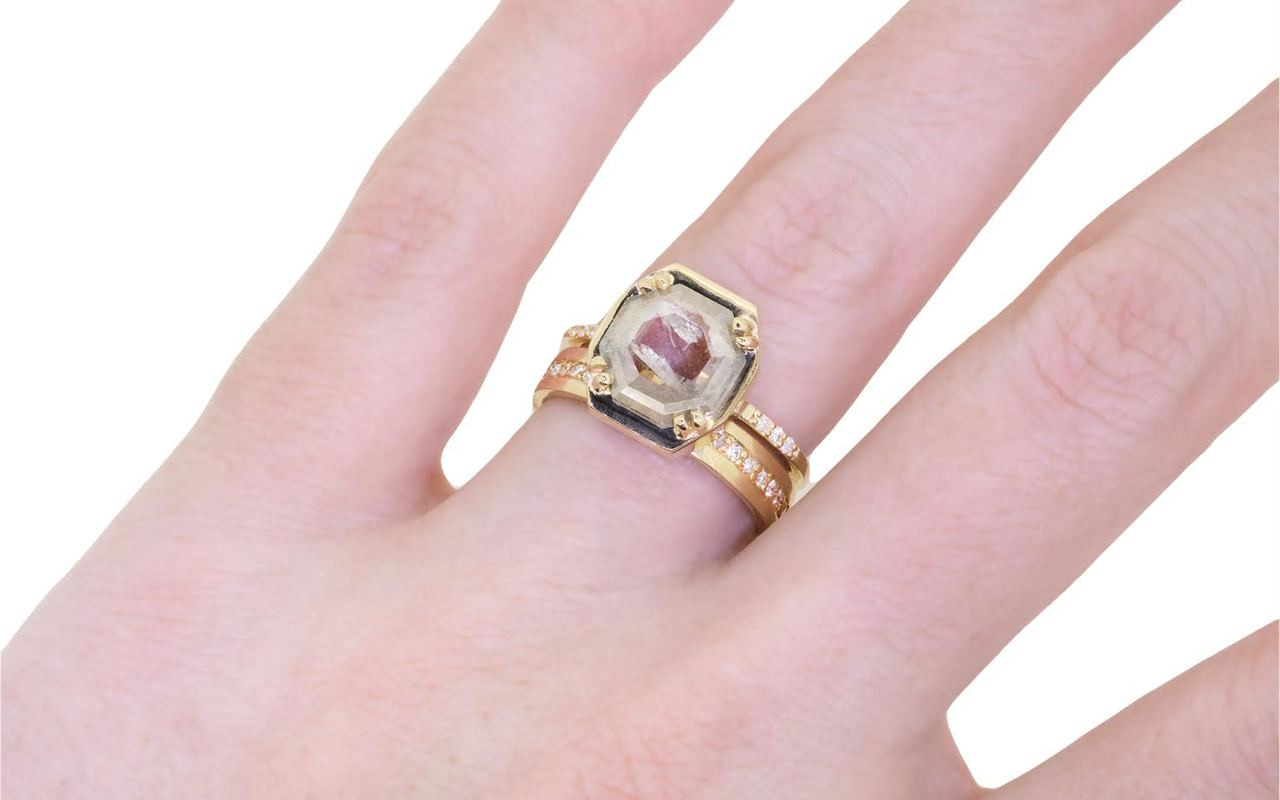 AIRA Ring in Yellow Gold with 1.36 Carat Gray and White Diamond