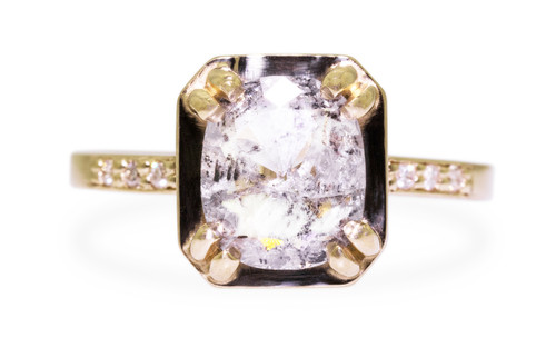 MAROA Ring in Yellow Gold with 1.87 Carat Salt and Pepper Diamond
