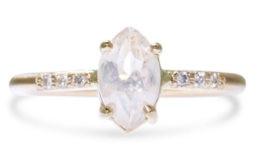 1.05 Carat White Diamond Ring in Yellow Gold