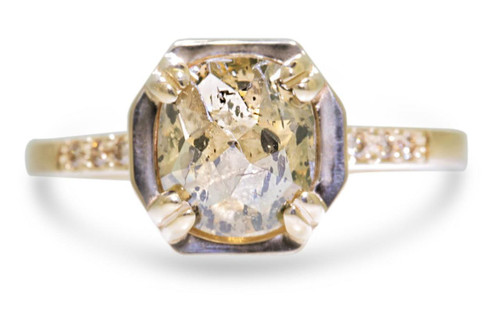 MAROA Ring in Yellow Gold with 2.2 Carat Champagne and Pepper Diamond