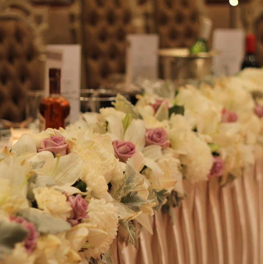 bridaltableflowers.jpg