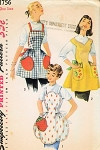 1950s ONE YARD APRONS PATTERN 3 FULL BIB STYLES APPLIQUE FRUIT POCKETS SIMPLICITY 1756