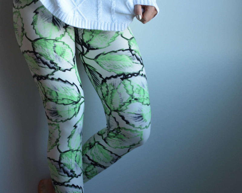 Turn down the lights! No need for electricity with these leaves on your legs, they almost glow in the dark! This brilliant pattern is sure to make you jump for joy when you put them on, they are pretty, lively, and... electrifying!