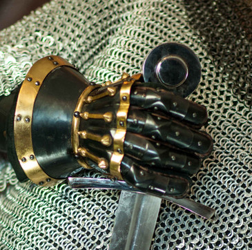 Black Hourglass Gauntlets