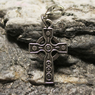 Celtic Cross with Lobster Clasp (4cm x 1.5cm)