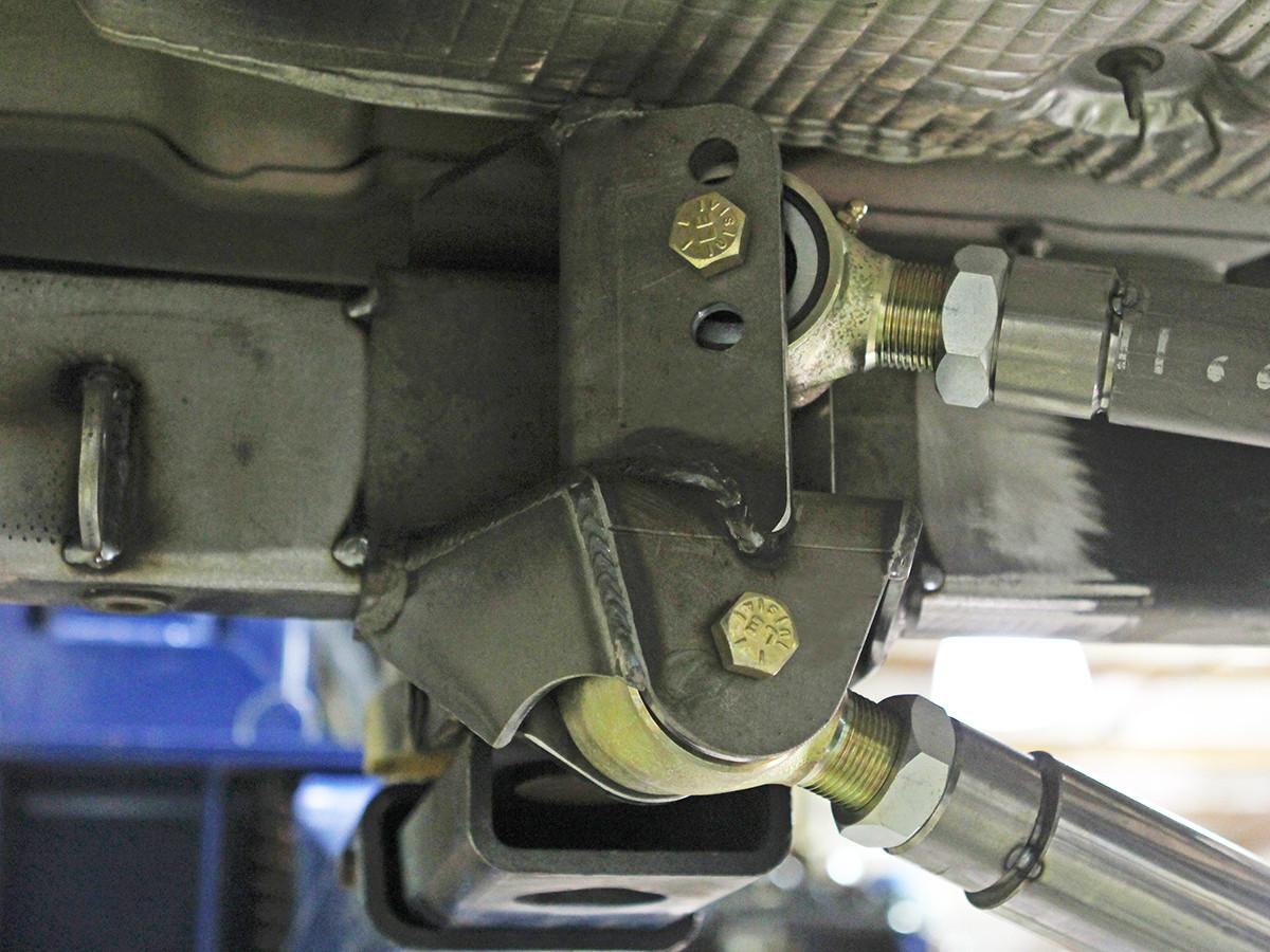 4 Link Rear Bracket Kit, 3 Hole installed