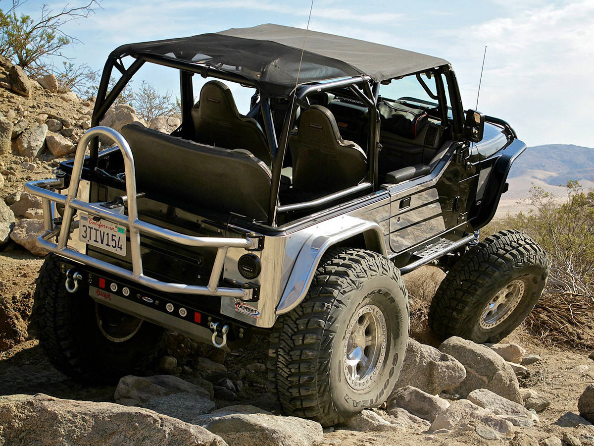 Jeep on the trail with GenRight Off Road's Jeep TJ/LJ/YJ/CJ Rear 4-Link Rear Kit w/ Links