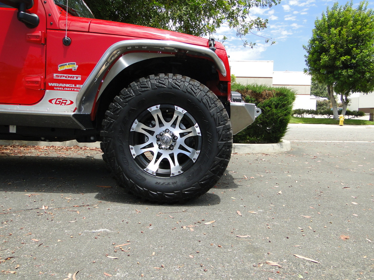 """Fenders when used with stock plastic inner fender wells. 1-3/4"""" lift with 35's"""