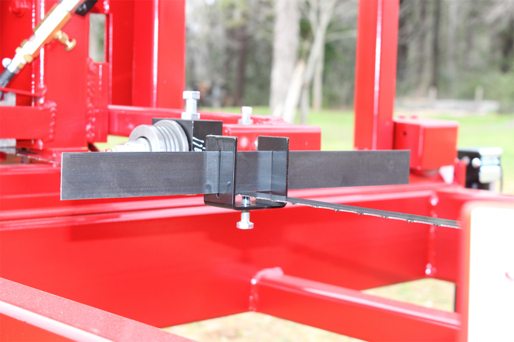 Blade alignment tool mounted on sawmill