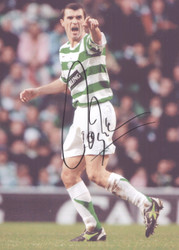 Superb action photograph showing Roy Keane in action for Celtic. This fantastic photograph has been signed by Roy and is a superb piece of Celtic memorabilia.