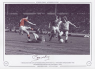 In the dying moments of the 1979 FA Cup Final, Sammy Mcilroy's goal levels the score at 2-2. Unfortunately for McIlroy & Manchester United, Alan Sunderland struck in injury time to give Arsenal a famous 3-2 victory.