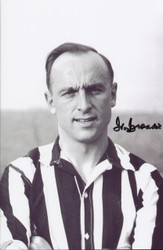 Great value signed photograph of Ivor Broadis during his Newcastle United days, Ivor also earned 14 caps for England. Great addition to any collection.