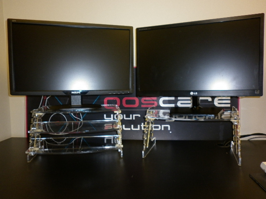 Two Spacetidy dual screen mount