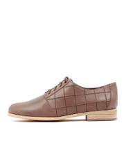 AMBLED Lace-up Brogues in Taupe Leather