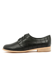 AMBLED Lace-up Brogues in Black Leather