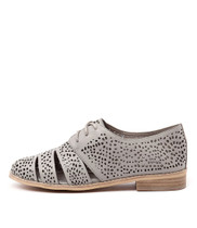 ABRA Lace-up Brogues in Light Grey Leather