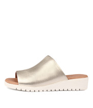 MERRIES Flatform Sandals in Pale Gold Leather