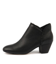 HENNI Ankle Boots in Black Leather