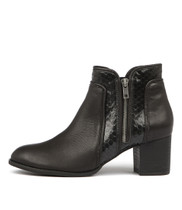 SINGERS Ankle Boots in Black Leather