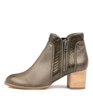 SINGERS Ankle Boots in Olive Leather