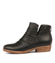 ROSTIE Ankle Boots in Black Leather