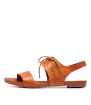 JAMES Flat Sandals in Tan Leather