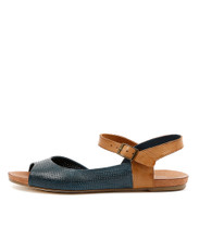 JAGGIE Flat Sandals in Navy/ Tan Leather