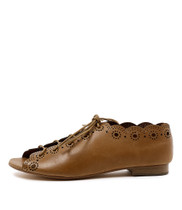 PRIA Lace-up Flats in Tan Leather