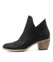 MEGSIE Ankle Boots in Black Leather