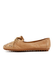 BENEFIT Ballet Flats in Tan Leather