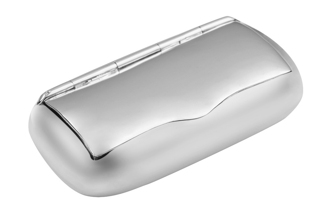 Traditional shape hinged plain snuff box
