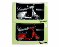 Newray 1/12 Scale Set Of 2 1978 Vespa Piaggion Red & Silver Motorcycle Scooter 42127