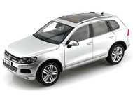 Kyosho 1/18 Scale 2010 VW Volkswagen Touareg FSI SUV Cool Silver Metallic Diecast Car Model 08821 CS