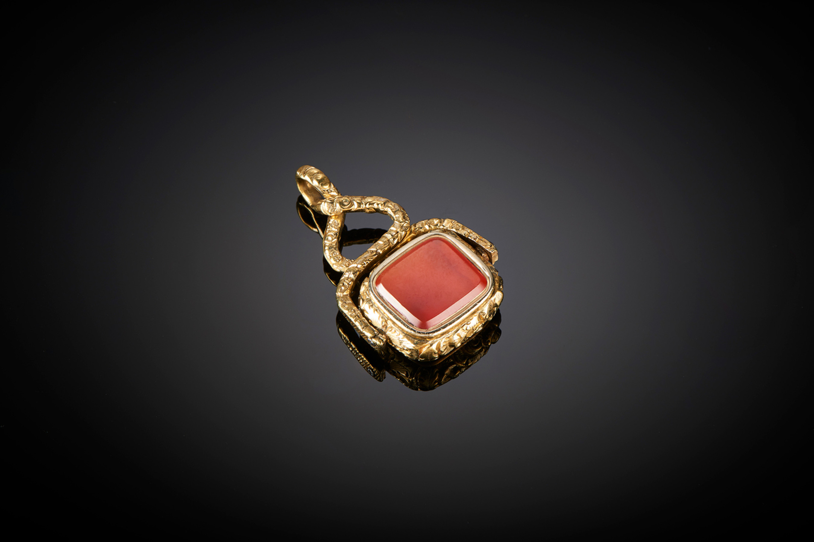 Fine Victorian Gold Cased Swivel - Front Image