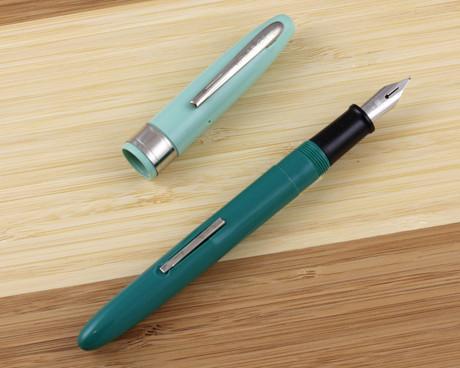 Wearever Supreme Fountain Pen Foam Green Medium
