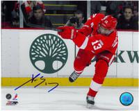 Pavel Datsyuk Autographed Detroit Red Wings 8x10 Photo #6 - One Leg Shooting (horizontal)