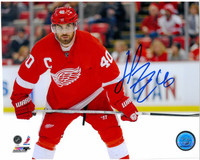 Henrik Zetterberg Autographed Detroit Red Wings 8x10 Photo #1 - Color Horizontal