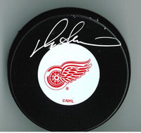 Darryl Sittler Autographed Detroit Red Wings Puck